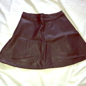 BLACK PLEATHER SKIRT WITH ZIPPER by H&M